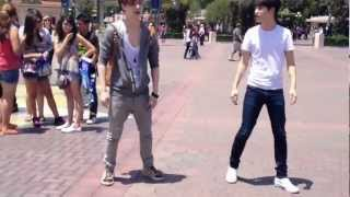 Download Lagu EXO K AND M @DISNEY LAND [Lay & D.O dance to MAMA] Mp3
