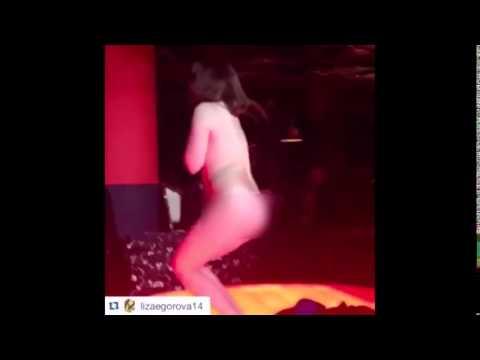 Девушки в ночном клубе г Березники разделись...