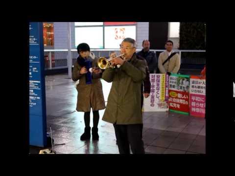 戸塚駅西口ペデストリアンデッキで応援トランペット演奏
