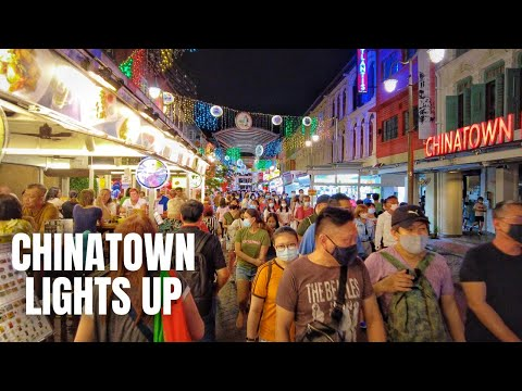 Singapore City: Crowds Gather for the Chinatown Light Up (2021)