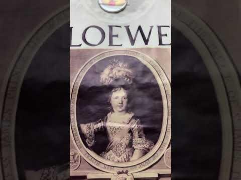 Фирменная футболка белого цвета видео