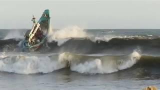 Video Detik-detik Perahu Nelayan Karam di Plawangan Puger MP3, 3GP, MP4, WEBM, AVI, FLV Oktober 2018