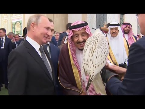 شاهد.. ماذا أهدى بوتين لـ الملك سلمان؟