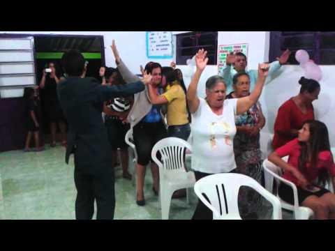 Cantora Jankiele louvando em Ararica RS