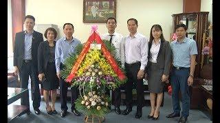 Đồng chí Nguyễn Đình Trung, Phó Chủ tịch UBND thành phố chúc mừng doanh nghiệp ngành Than