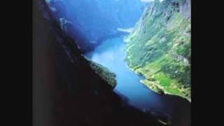 Naar fjordene blaaner - Sung in Norwegian by United Scandinavian Singers of New York.wmv