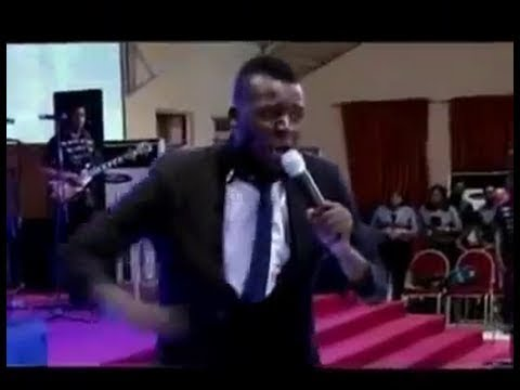 Akpororo in Praise and Worship session