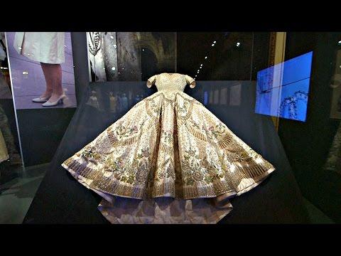 Что носила королева Елизавета II в разные эпохи? (новости)