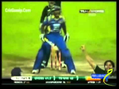 Michael Vandort *BATTING FAIL* 48 runs vs AUS, VB Series 2005/06 1st Match