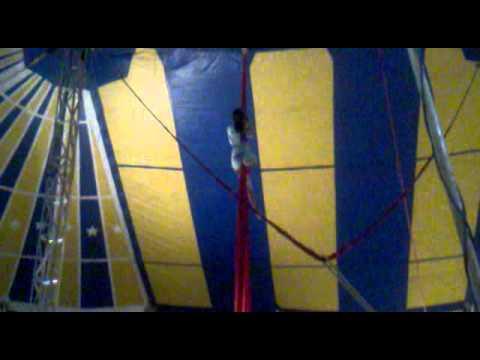 Circo Big Brother em IAÇU BAHIA - Carolaine Fernandes no Tecido Psicolin.
