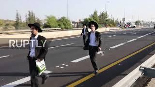 Video Israel: Police make arrests as ultra-Orthodox military protest turns violent MP3, 3GP, MP4, WEBM, AVI, FLV Oktober 2017