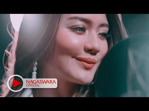 Ully Moch - HUN feat.Ifan Seventeen (Official Music Video NAGASWARA) #music