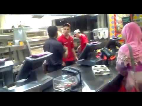 「[ハプニング]外国のケンタッキーフライドチキンにて店員がマジギレ。」のイメージ