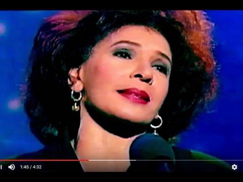 Tekst piosenki Shirley Bassey - Así Sola Yo po polsku