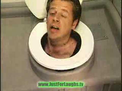 La broma de la cabeza en el inodoro