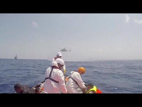 Νέα τραγωδία ανοιχτά της Λιβύης – Ανετράπη βάρκα με εκατοντάδες μετανάστες