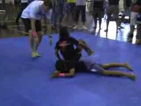 Young girl chokes man in BJJ competition – Submission #187