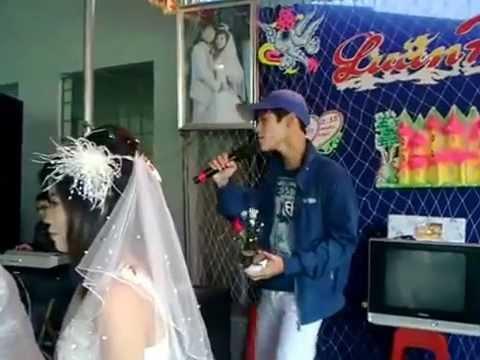 Hát đám cưới tặng người yêu cũ đi lấy chồng [chủ rể tặng hoa luôn]
