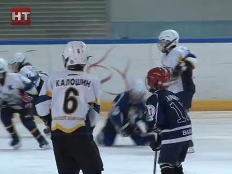 В Ледовом дворце состоялось первенство Новгородской области по хоккею с шайбой среди юношей 2006 года рождения