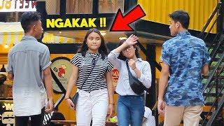 Video NGOBROLIN HAL KONYOL DI TEMPAT UMUM - Prank Indonesia | ItopCupaw MP3, 3GP, MP4, WEBM, AVI, FLV Juli 2019