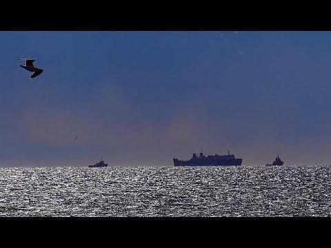 """Πειραιάς: Ρυμουλκά έδεσαν με ασφάλεια το πλοίο """"Παναγιά Αγιάσου"""""""