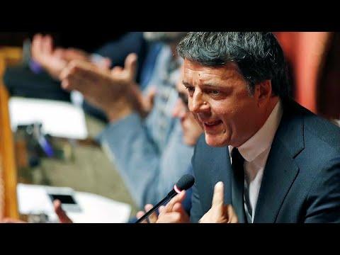 Ιταλία: Αποχωρεί… παραμένοντας ο Ματέο Ρέντσι
