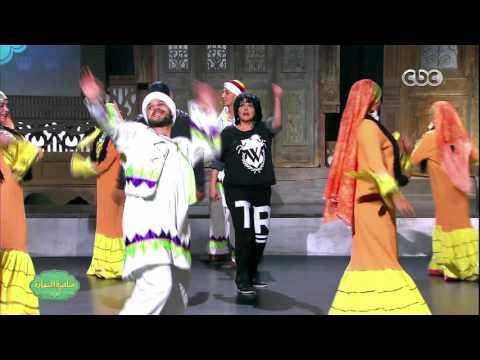شاهد- إسعاد يونس والممثل أحمد فتحي يتعلمان الرقص النوبي