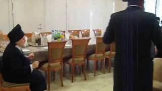 הצצה נדירה: הרבנית מבעלזא מארחת את ילדי מקהלת חסידי בעלזא