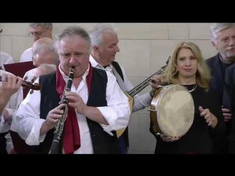 Πρωτοχρονιάτικα κάλαντα από την Πανηπειρωτική Συνομοσπονδία Ελλάδος με τη χορωδία «Λαλητάδες»