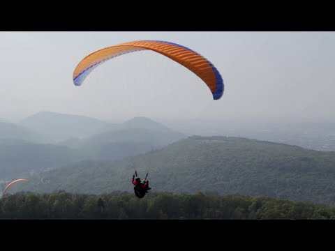 Comp�tition de parapente � Montfaucon (Besan�on)