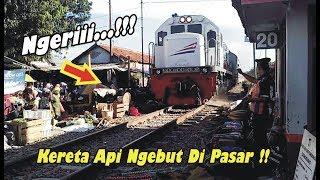 Video TANPA AMPUN!!, Kereta Kamandaka Ngebut Buanter di Pasar Banjaran Perlintasan Kereta Api JPL 20 MP3, 3GP, MP4, WEBM, AVI, FLV Juli 2018