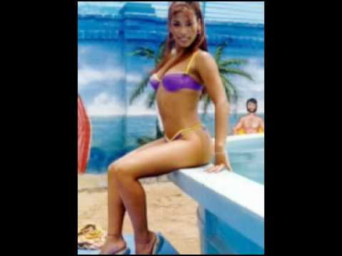 Vedette Peruana - Karen Dejo en la playa