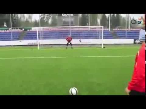 [Video] -  Pha sút phạt penalty bá đạo nhất mà tôi từng thấy
