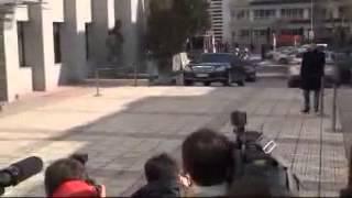 İstanbul Emniyet Müdürü Hüseyin Çapkın, dün gerçekleştirilen operasyonun ardından ilk defa makamına geldi. http://www.netgazete.com/video/597021.html