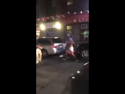 搬家工人被裸上身的男子挑釁到必須「顯露真實身份」後,只用了5秒鐘就KO對方!