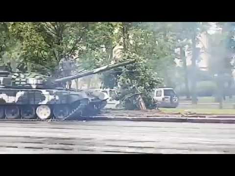 Ten kierowca ma umiejętności… tak się driftuje czołgiem!