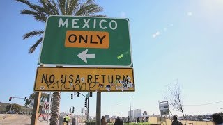 Video Migrants trying to enter the U.S. are trapped in Tijuana MP3, 3GP, MP4, WEBM, AVI, FLV Juli 2018
