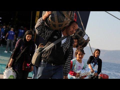 Η κυβέρνηση μεταφέρει μετανάστες, η Μόρια «βουλιάζει», οι Βρυξέλλες ανησυχούν…