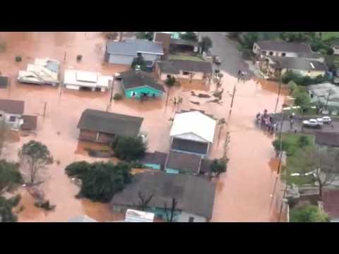 Helicóptero do Saer sobrevoa enchente em Saudades