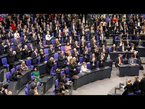 Bundestag wählt Merkel zum vierten Mal zur Bundeskanzle ...