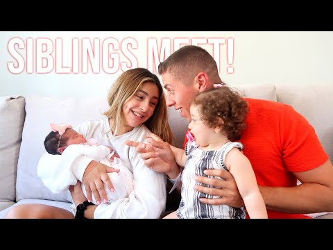 BELLAMY'S FIRST TIME MEETING HER SISTER!!! **IT'S SERIOUSLY THE MOST ADORABLE REACTION**