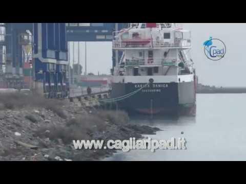 При входе в канал судно столкнулось с буем