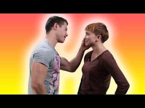 Lesbians Try Kissing Men (видео)