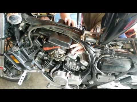 84 Honda V30 Magna Carb Removal (видео)