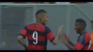 Rodinei faz lindo cruzamento para Guerrero, que se antecipa a Henrique e cabeceia forte. Inapelável. É o segundo do Flamengo!!!