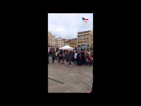 Na náměstí je živo