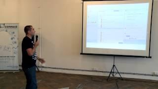 Foto z akcie BarCamp Bratislava prednáša Ivan Potančok.