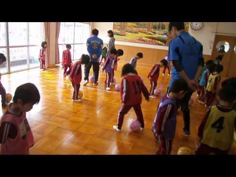 ゆり組のサッカー教室! ボールを使って体を動かしました。