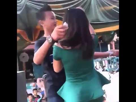gratis download video - HOT-Biduan-sexy-panen-saweran-bro