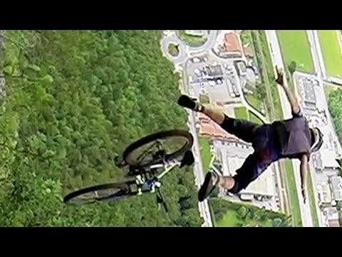 Downhill Mountain Biker Throws Himself Off A Cliff (видео)